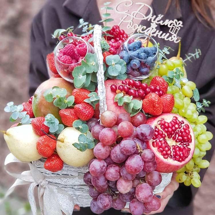 Купить фрукты и ягоды в корзине в Перми с доставкой недорого